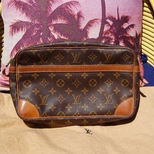 Authentic Louis Vuitton Compiegne 23 bag